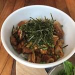 Far Yeast Tokyo Craft Beer & Bao - 豚バラ旨煮と高菜スパイス丼