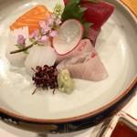 馳走紺屋 - 【造 里】お造り四種(マグロ、カンパチ、サーモン、イカ)