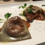 Ristorante SUOLO - スカモルツァチーズとベーコン詰め物のラビオリ カカオの風味とポルチーニのソース