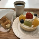 六花亭 -  プリン・アラモード サクサクパイをコーヒーと合わせる