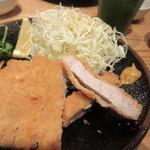 豚とん 茶茶ちゃ - 宮崎きなこ豚160gを使ったトンカツはジューシーでとても柔らかく癖のない食べやすいトンカツでした。