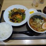 よ志乃 - 茄子の味噌炒め麺付