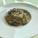 ヴィーノ アンド リストランテ コネッサ - 揚げナスと自家製ソーセージのぺぺロンチーノ 肉肉しい美味しさ