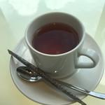ヴィーノ アンド リストランテ コネッサ - ストレートな紅茶