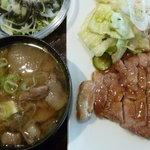 にんぎょう町 谷崎 - ポークソテー定食 税込1000円 2枚目、豚汁に変更 税込100円