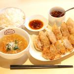 餃子ワゴン Deco - 手作り餃子定食12個