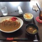 カフェスワン - 料理写真:カツカレー定食セット+ドリンクセット(ストレートティー)  1050円