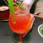 サロカフェ - 季節のレモネード +100円のアルコールバージョン  計780円
