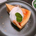 サロカフェ - ホワイトチョコとカシューナッツのチーズケーキ  620円