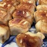 ホワイト餃子 - 優しめの焼き加減。底はパリッと横は柔らか。