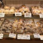 パネッテリーア トリトン - メニュー(ライ麦パン系、黒豆パン、くるみパン)