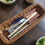 肉バル style 2 - キレの悪いステーキナイフ。箸もある。