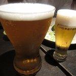 伊のマタギ - 生ビール(左:MEGA 1.4L 1390円、右:標準 480円)