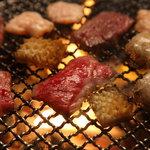 炭火焼肉 なかむら  - 食べたい部位を好きなだけ網にのせて楽しめるのが焼肉の醍醐味♪