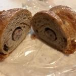 パネッテリーア トリトン - ハーブソーセージのライ麦パン(断面)