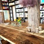BRING BOOK STORE - 大きなテーブル