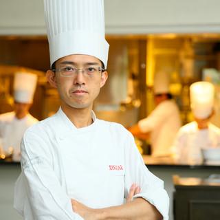 料理の視野を広げるべく研鑽を重ねたシェフ御須