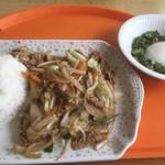 新潟大学生活協同組合 第3食堂  - 人気メニュー野菜炒め定食420円、オクラの巣ごもり129円