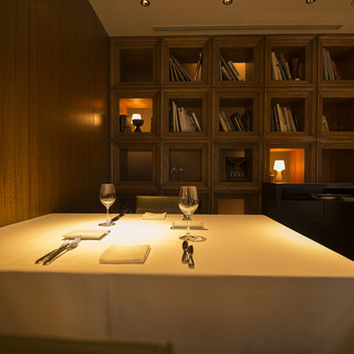 非日常を味わう融合レストラン【XEXWEST】