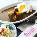 さんた食堂 - 料理写真:牛すじカレー(目玉焼きトッピング)