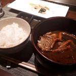 鉄板焼 宝伝 - 早々にご飯出してもらってお肉といただきました。