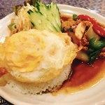 プロォーイ タイ料理 - 「鶏肉バジル炒め」