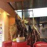 南粤美食 - 干し肉がぶら下がってる