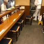 丸五 - 店内カウンター席
