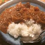 すこぶる名古屋 - 賄いカレー ちゃんと人数分のスプーンも添えてくださいました。 生姜が効いていて、しょっぱくなくて、しっかりした味でした。 (´ڡ`)