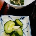 手打ちそば 趣味の店 - 蕨、胡瓜•白菜のお漬物