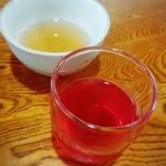 手打ちそば 趣味の店 - 麦茶にぶどうジュース
