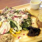 メルカート ラパンドール - ハムサラダランチ¥1080(税込)。彩りがきれいですが、お味もいいんですよ!