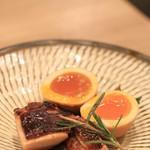 二笑庵 - 料理写真:いつもの、鶏と燻製玉子