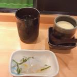寿司酒場 おもてなし - コンニャクのゆずの香り付けの酢の物