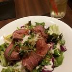 スワン食堂 - ランチのローストビーフ丼とアイス緑茶レモングラス