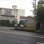 88732039 - 店舗 向かい側の駐車場