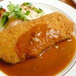 キッチン サンキュー - 料理写真:とんかつ定食(850円)のとんかつアップ。細かいパン粉にトマトソース。「洋食屋のとんかつ」でした!