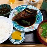 動坂食堂 - 真鯛の煮付け定食と豚汁