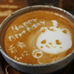 うさぎとぼく - 今日のラテアートはまたまた上野動物園の 子パンダ・シャンシャン!! 6月12日に1歳になるシャンシャンの お祝いラテアートを描いて下さったよ~♪
