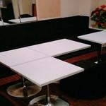 BAR ENISI - テーブル