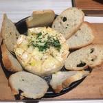 88740053 -  丸ごと1個!カマンベールチーズのオーブン焼き
