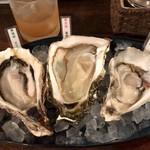 Oyster Bar MABUI - 牡蠣の食べ比べ