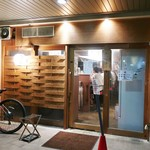 88743807 - お店は木調な感じの落ち着いた雰囲気です