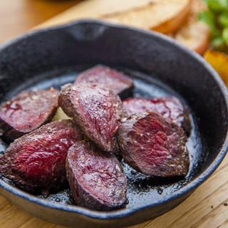 山梨県内のジビエ処理場から仕入れる美味しい鹿肉。