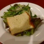 マジックレストラン&バーGIOIA 銀座 - サラダとフォカッチャ