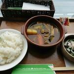 "NUTS CAFE TRIP - 「穂別無菌豚""とろりんとん""と色々野菜のスープカレー」550円"