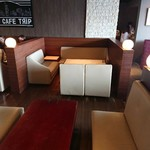 NUTS CAFE TRIP - ハイバックなボックス席