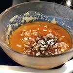 華都飯店 - ◆練り胡麻タップリの辛味たれ・・これが美味しくて。 胡麻が濃厚で、少し辛めの味わいが冷麺に合いますね。