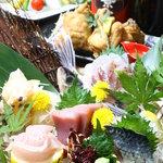 隠れ家酒房 やっとこ - 料理写真:旬の魚を使った刺身も付いたコース料理!