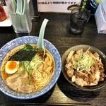 88762625 - 鶏ガラ 醤油ラーメン&炙りチャーシュー丼